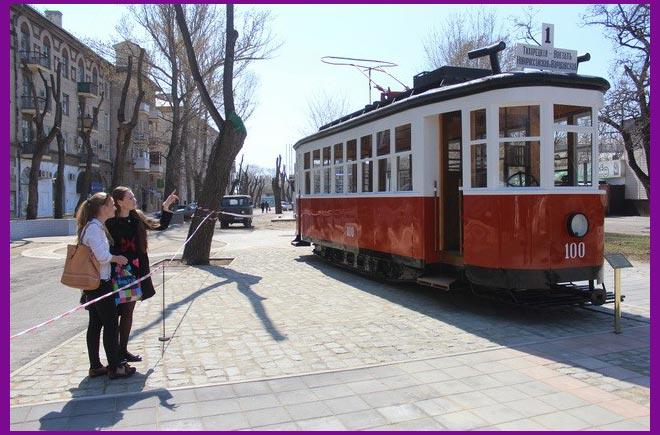 Памятник трамвайному вагону серии «Х»