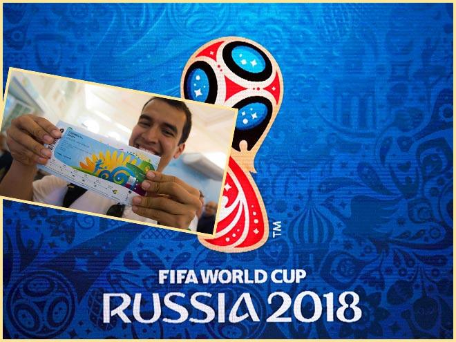 FWC Russia 2018 и билет на футбол в руках