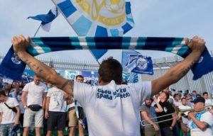 Кричалки фанатов Зенита на футбольном матче