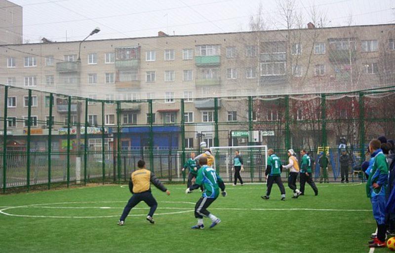 футбол на улице у дома