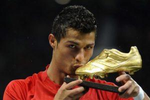 Криштиану Роналду-известный португальский футболист мирового уровня
