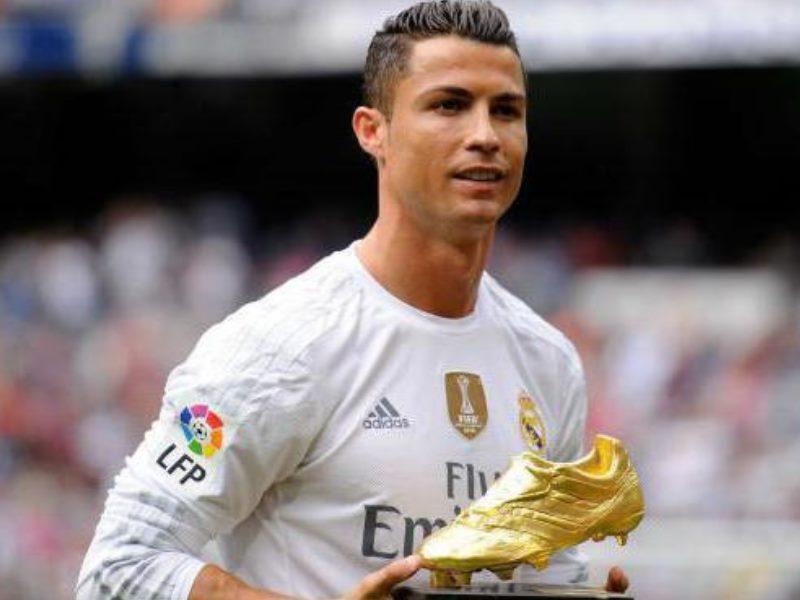 Позиция крайнего защитника в футболе, по сути, представляет собой смесь