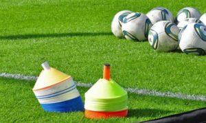 Упражнения для футбола начинаются от простых к сложным и их продумывает тренер