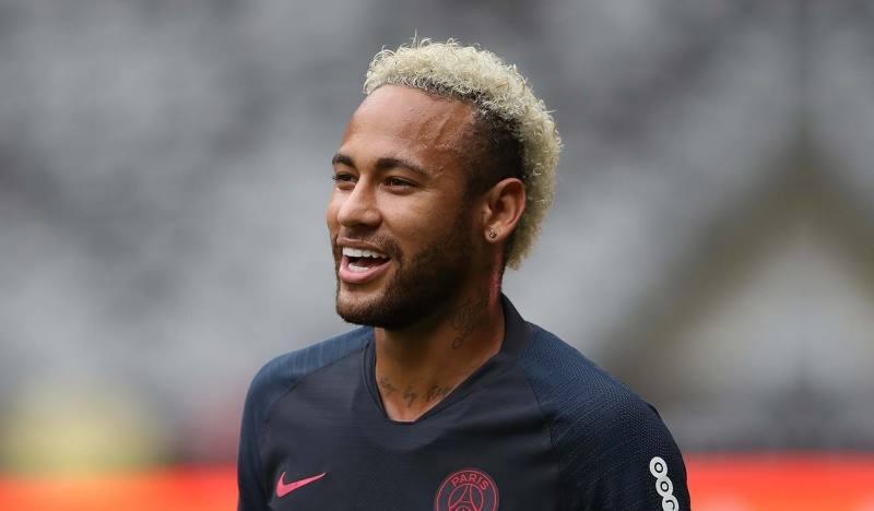 Неймар-звезда современного футбола. Входит в тройку лучших игроков в мире