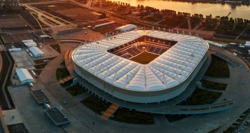 стадион в лучах солнца