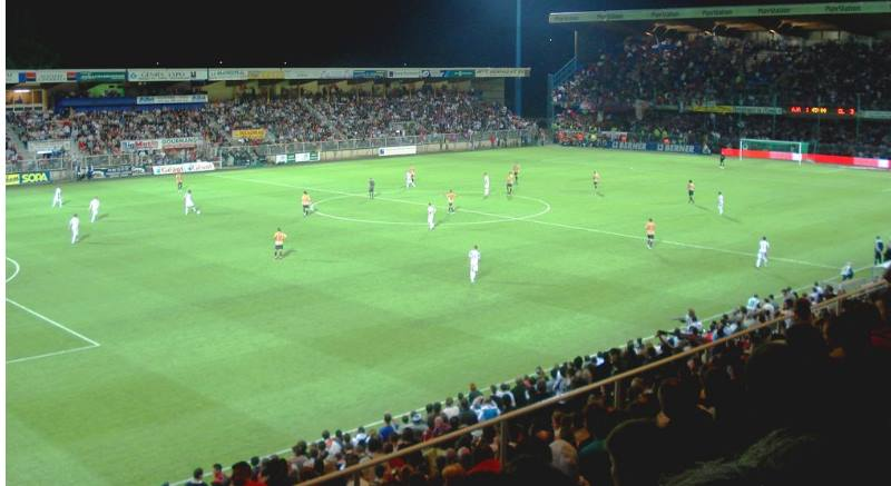 Стадион:Аббе Дешам (вместимость 23,467)
