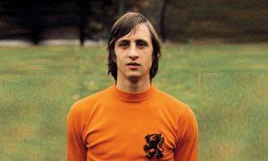 Йохан Кройф-это голландский футболист, отличающийся уникальным стилем игры