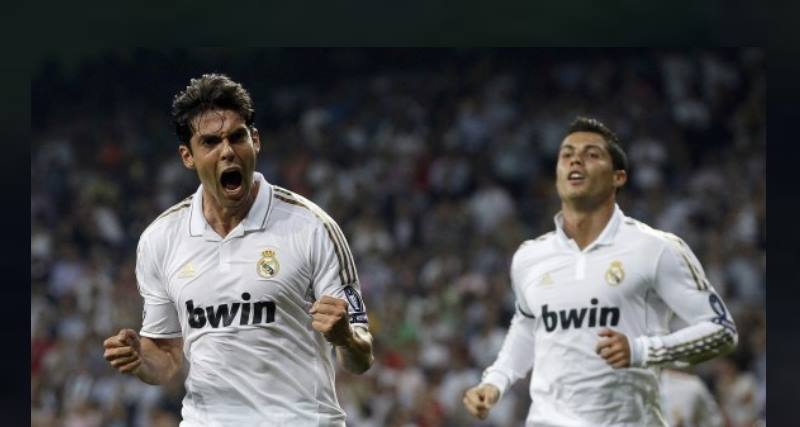 два футболиста