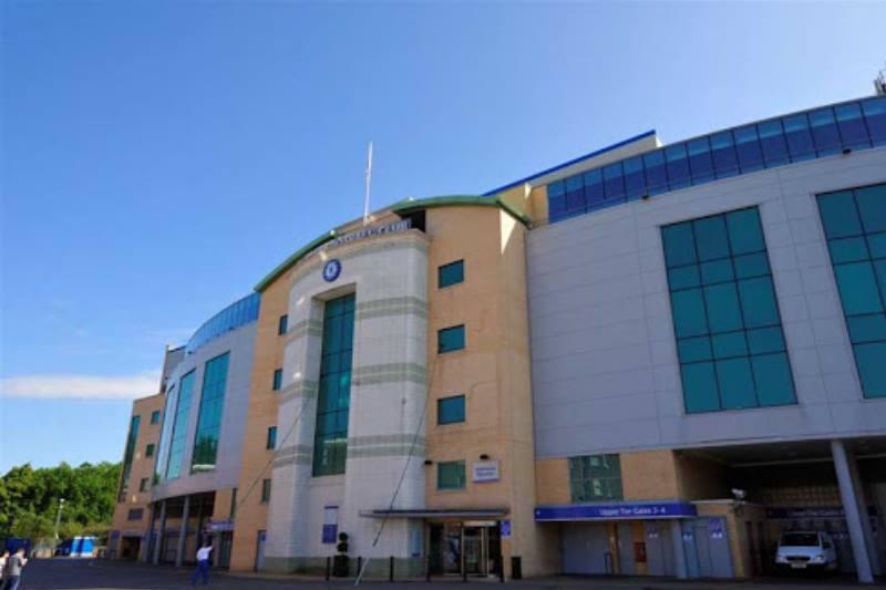 вид на стадион со входа