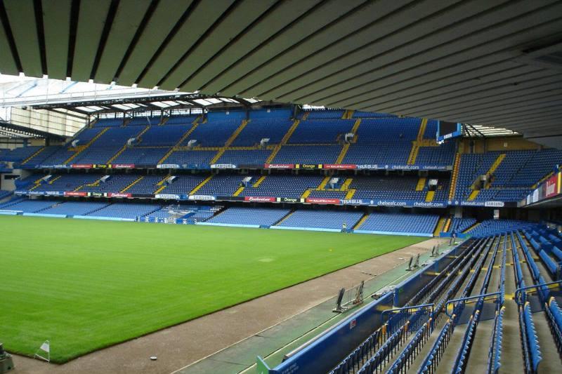вид на стадион с трибуны
