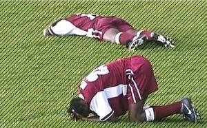 Смерть футболиста на поле-это потрясение для всего мира футбола